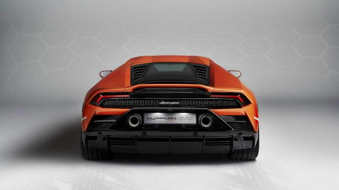 Ламборгини Aventador