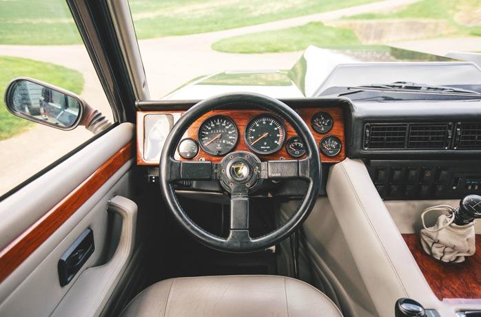 Lamborghini LM002 salon
